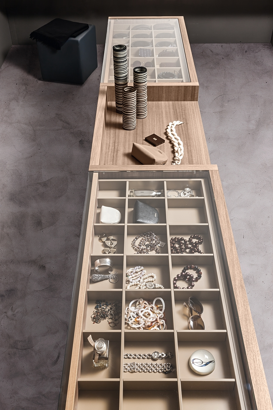 Presotto Atollo Free–Standing Drawer Unit Wood detail