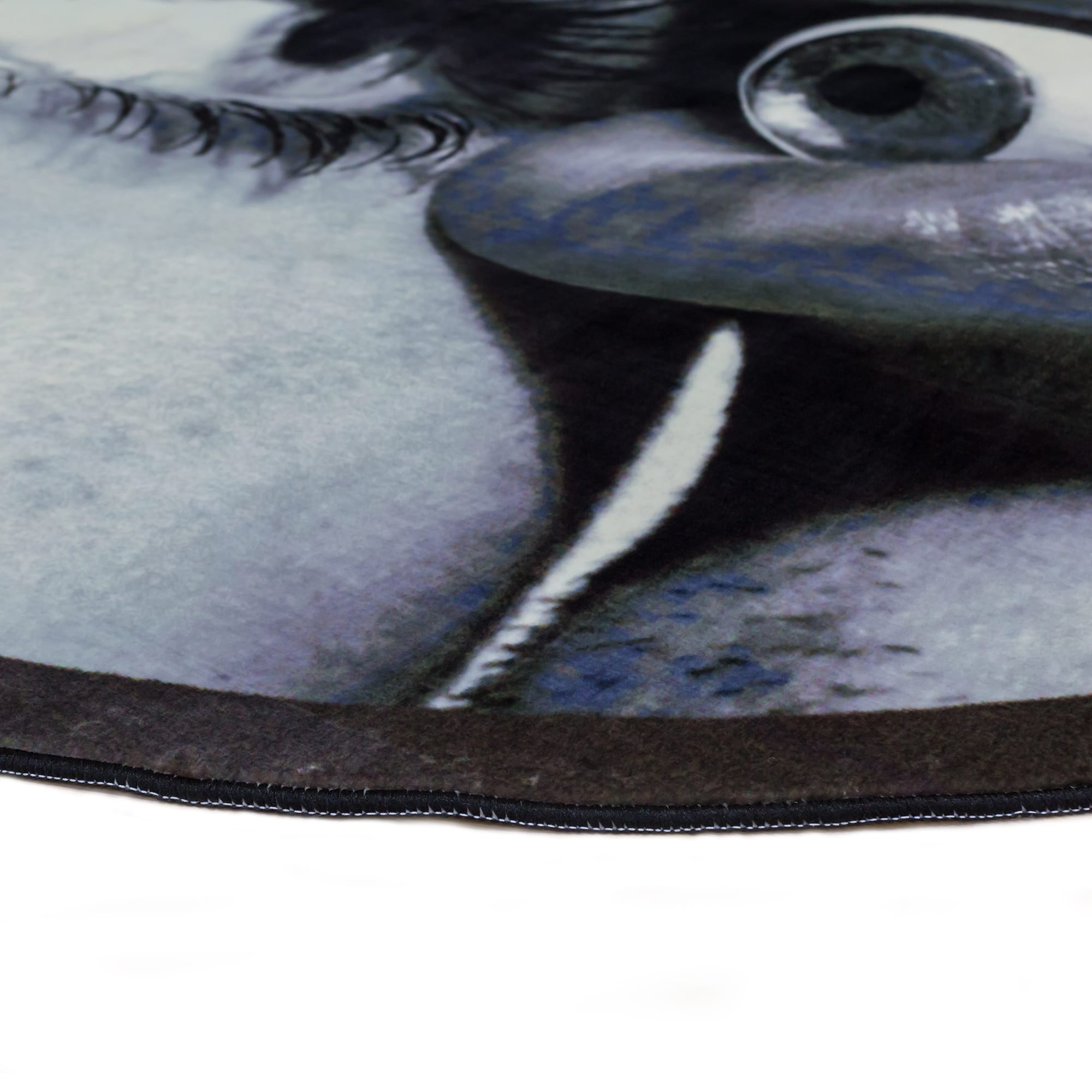 Round Rug Seletti Eye and Mouth Racurs Detail