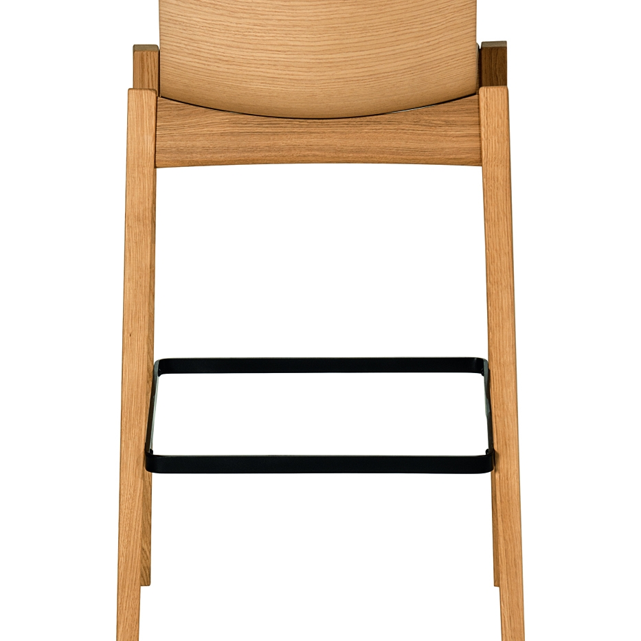 Stool with oak wood and varnished steel frame. Seat: 3D oak wood.