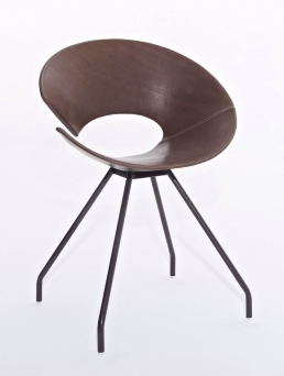 Diva chair whit varnished steel frame, coffie bown, vintage leather_front