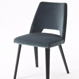Chair with oak wood frame. Seat and back: upholstered with fabric or leather.
